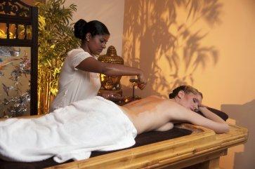 Massage-Frau-fuer-Ghee-Artikel-ohne-Autor-Medium.jpg