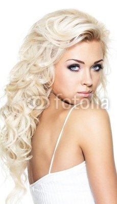 Beautiful_blond_woman_with_long_hair_2.jpg