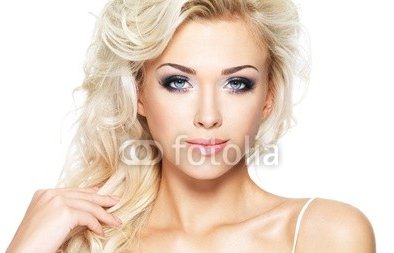 Beautiful_blond_woman_with_long_hair.jpg