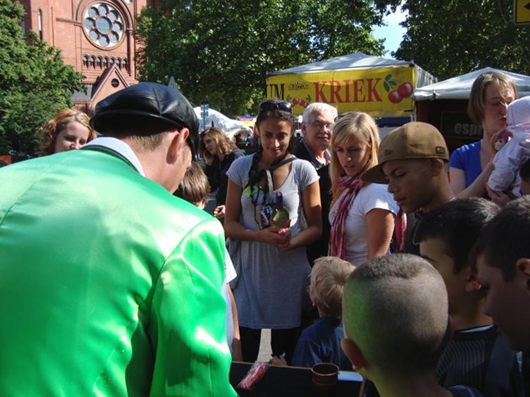 Festival mit Hütchenspieler