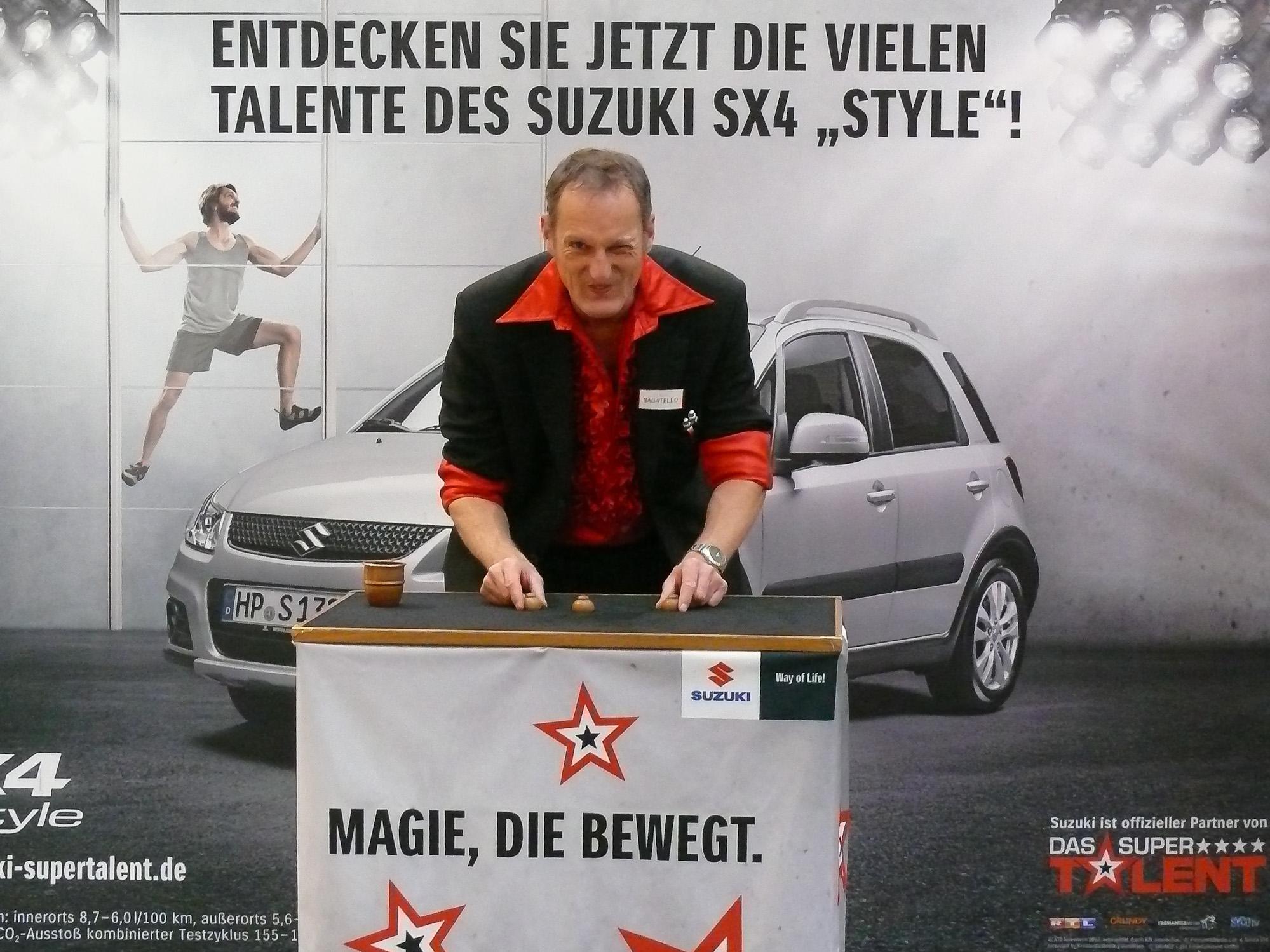 Promotion Tour mit Hütchenspieler Bagatello mit seinem Hütchenspiel