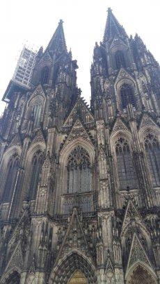 Kölner Dom Westfassade mit Türmen