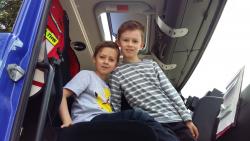 Kinder im THW Fahrzeug