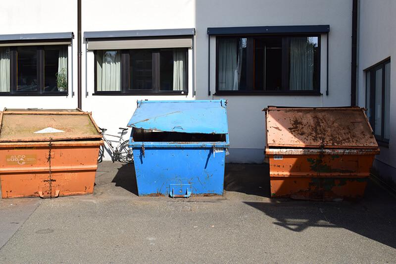 Müll Container draußen in Berlin