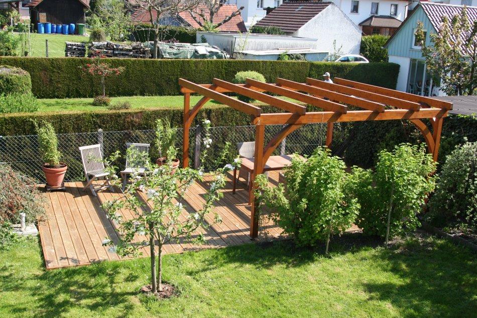 Gartengestaltung mit holzterrasse - Gartengestaltung pergola ...