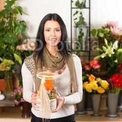 Female_florist_in_flower_shop.jpg