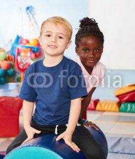 Junge-und-afrikanisches-Maedchen.jpg