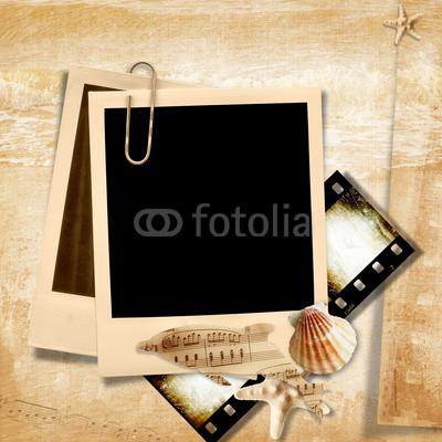 Retro_photo_frame_with_seashells.jpg