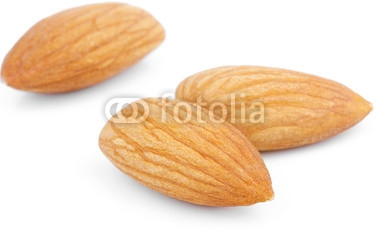 Almond_nuts_on_white.jpg
