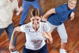 Gruppe_tanzt_im_Fitnesscenter.jpg