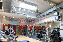 Fitnessstudio_-_Geraete_und_Gewichte.jpg