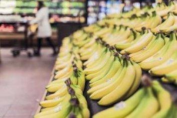 Bananen für gesunde Ernährung einkaufen