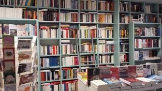 Buchladen am Kopernikusplatz Blick auf ein Regal November 2016