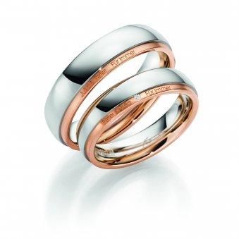 Ringe aus rhodiniertem Weiss- und Rotgold mit einer feinen Gravur und Brillanten