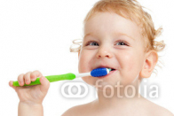 Smiling_kid_brushing_teeth.jpg