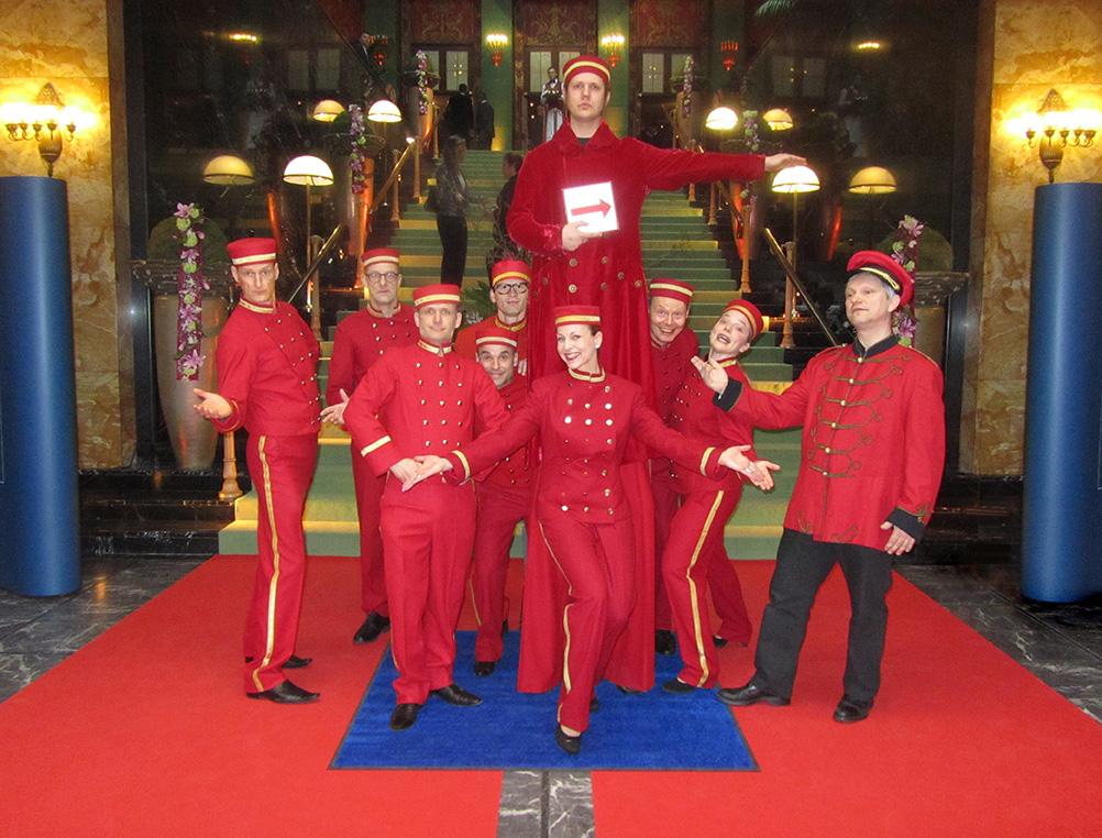 Hotelpagen von EventComedy auf dem roten Teppich