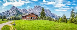 Bergpanorama-mit-Landhaus.jpg