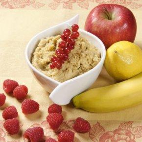 Frühstücksbrei mit Obst