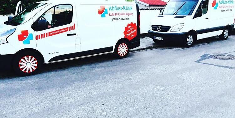 Lieferwagen der Firma Abfluss Klinik in München