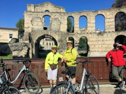 Cycling cruises Bordeaux wine region
