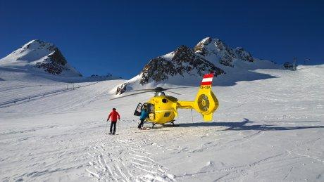 Вертолет на горнолыжном спуске