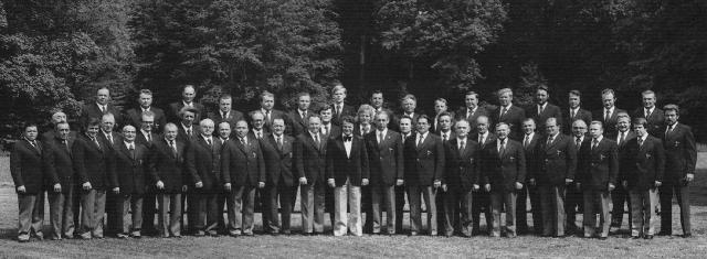 """1975: Der MGV """"Germania"""" mit Chorleiter Otto Groll im Bulderner Schloßpark"""
