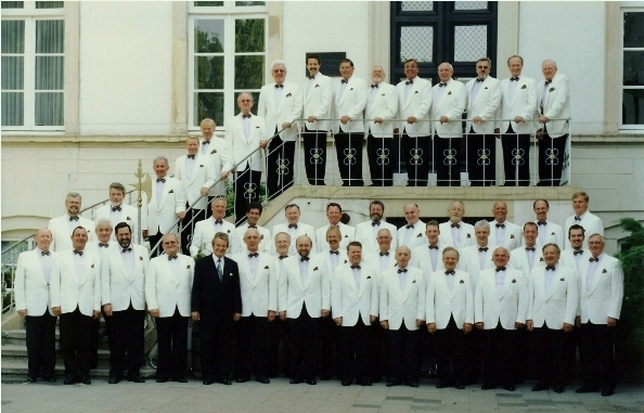 "1999: MGV ""Germania"" mit Musikdirektor Otto Groll am Bulderner Schloß"