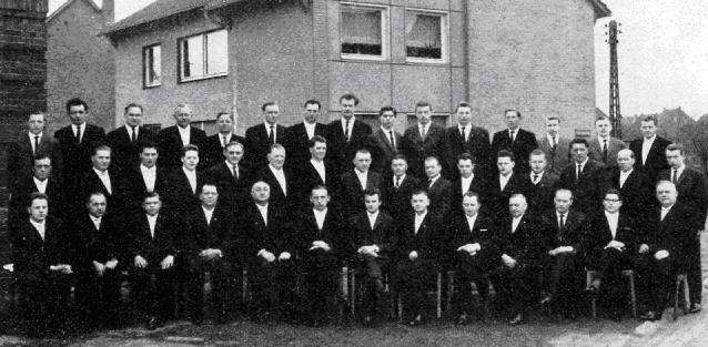 """Mai 1962: Der MGV """"Germania""""  feiert sein 75-jähriges Bestehen,  Chorleiter Otto Groll in der Mitte der 1. Reihe"""
