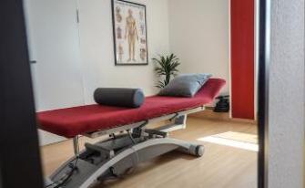 Physiotherapie und Krankengymnastik Behandlungsliege