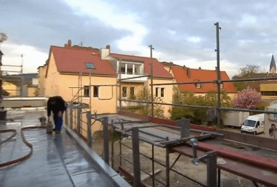 Klempnerarbeiten auf dem Dach