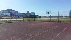 Tennisplatz vor Strandeingang Bensersiel