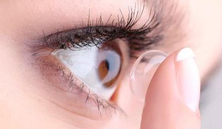 Kontaktlinsen mit Bloesser Optik