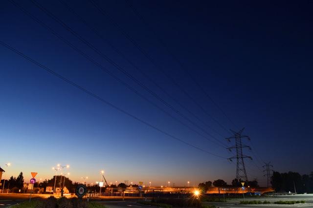 Stromspannungsleitungen im Sonnenuntergang von München