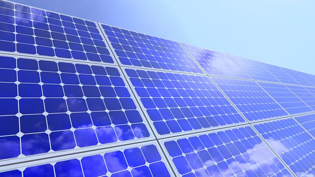 Gebäudedach in München mit Elektro Solar Panel