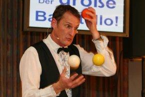 Jonglieren lernen beim Experten macht Spaß und ist einfach.