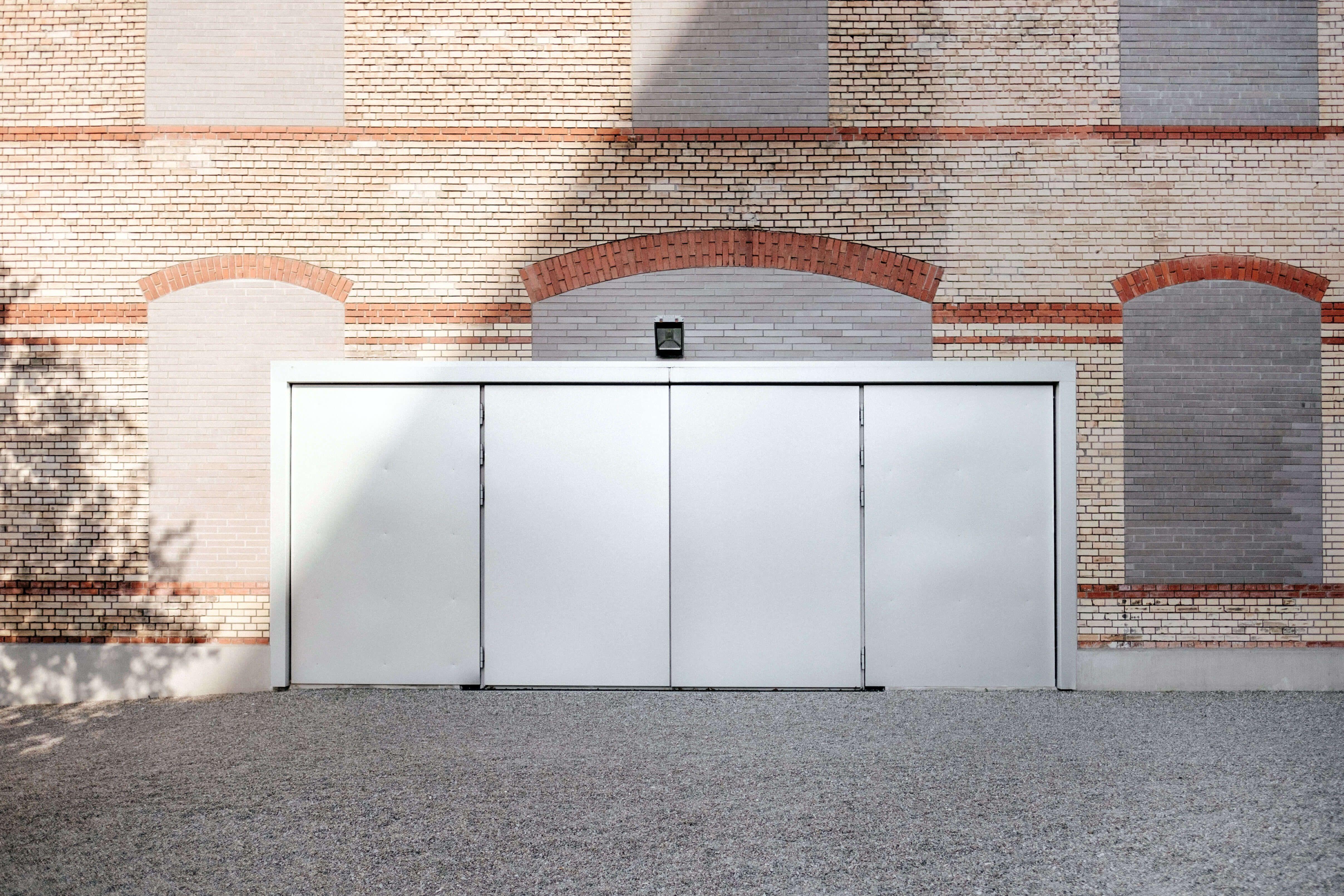 Schlüsseldienst Hannover, weißes Garagentor