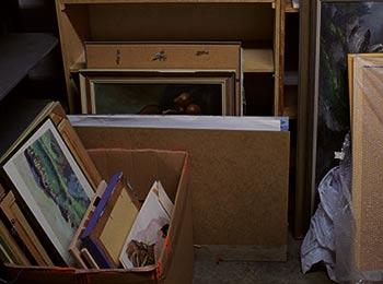 unbrauchbare Kartons und Bilder befinden sich im Keller München
