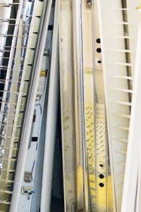 Elektro Muell steht im Keller rum