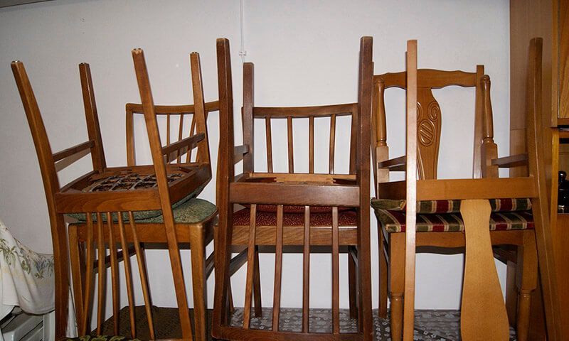 Alte Stühle in einer Wohnung in Stuttgart