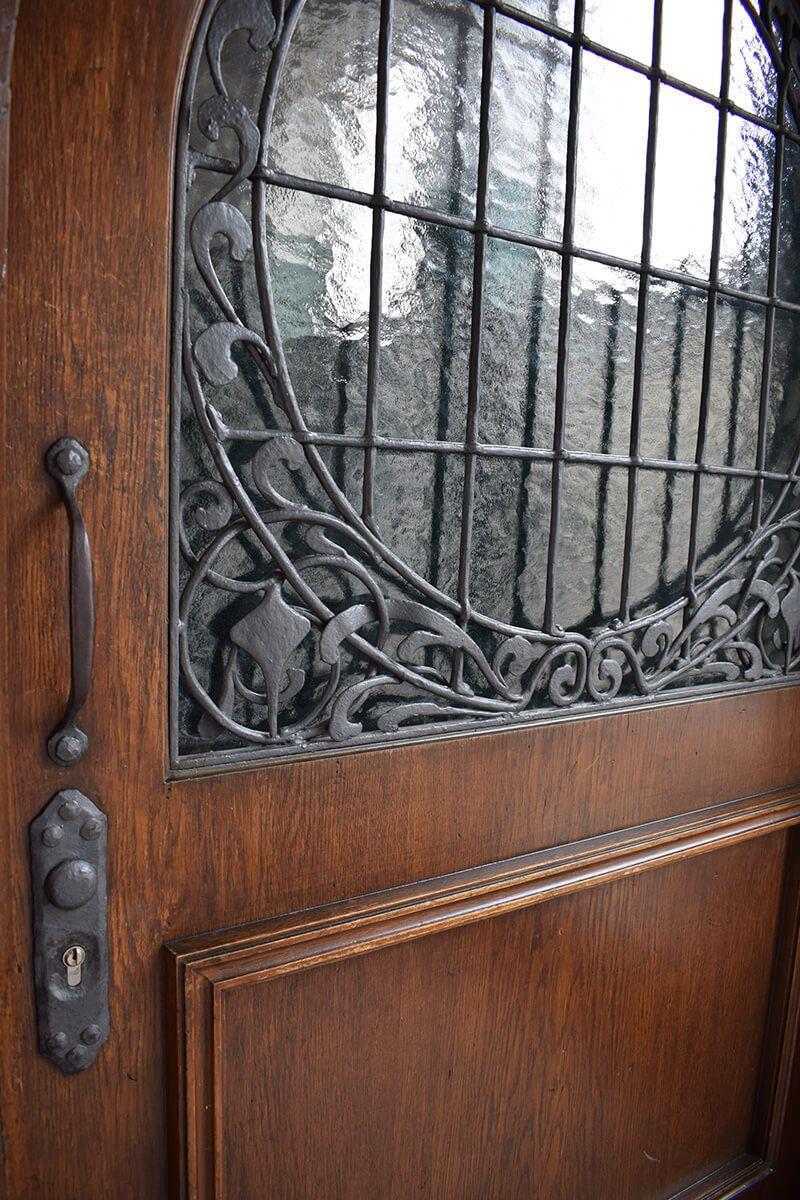 Alte, geschlossene Holztüre