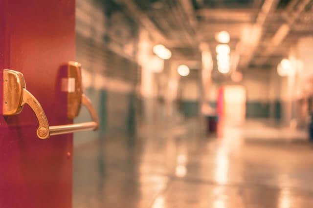 rote Türe, geöffnet von Schlüssel Notdienst Nürnberg