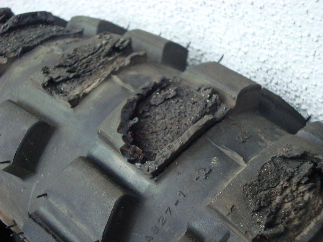 dieser Reifen war dem Drehmoment der GS offensichtlich nicht gewachsen...!