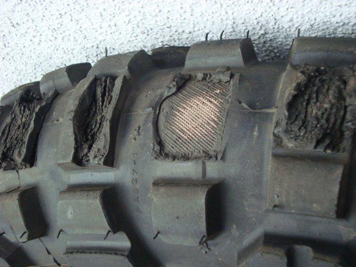 Billig hergestellter Reifen mit knapp 300 km Laufleistung...!