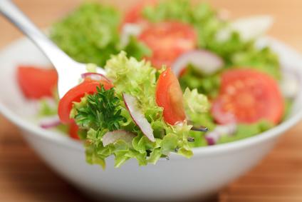 Salatschüssel mit grünem Salat