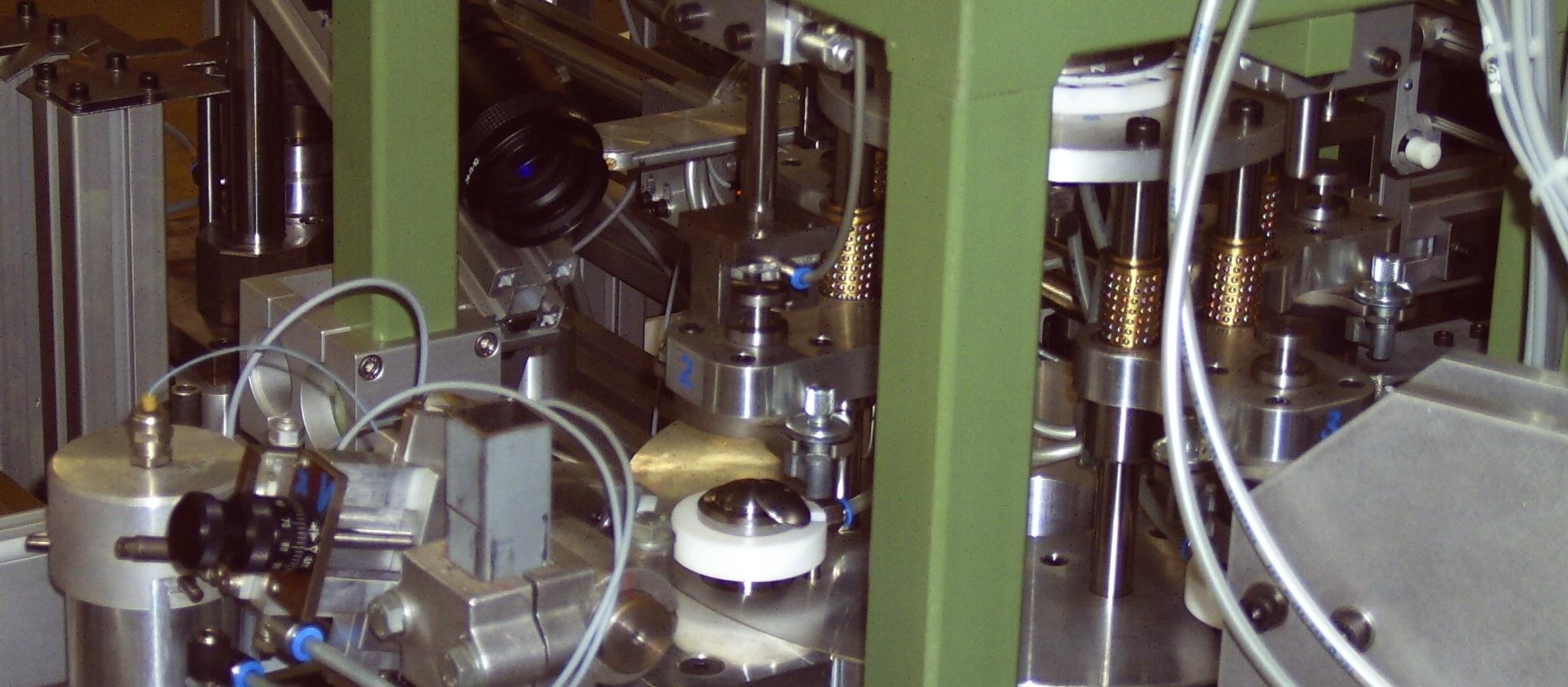 Klebstoffraupe-16-7.JPG