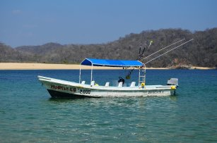 9 bay tour Huatulco Mexico with our boat