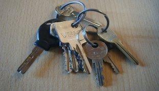 viele verschiedene schlüssel an einem bund