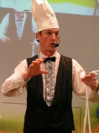 Magician for fairs thrills in Berlin