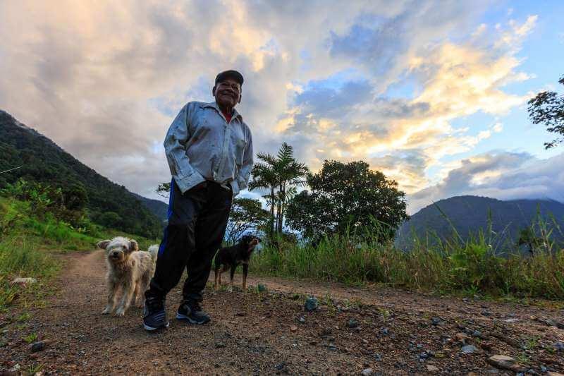 Einheimischer in Ecuador am Äquator