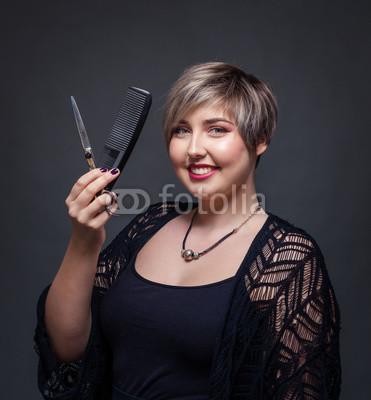 Friseurin-schneidet-Haare.jpg